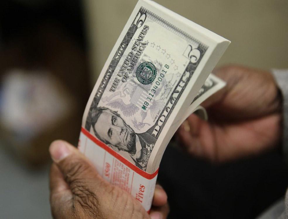 Dólar abre a semana em alta e vai a R$ 5,08